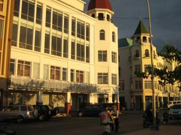 http://manadoindo.files.wordpress.com/2009/07/marina-plaza-4.jpg?w=362&h=273